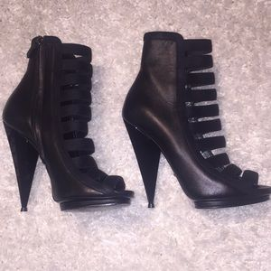 Gucci black leather strappy opened toe booties
